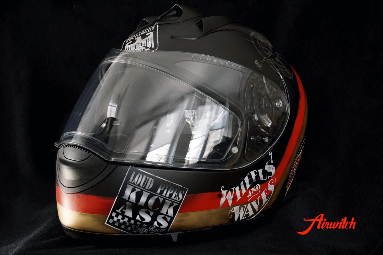 Airbrush Helm mit Logos im Cafe Racer Design in schwarz-rot-gold