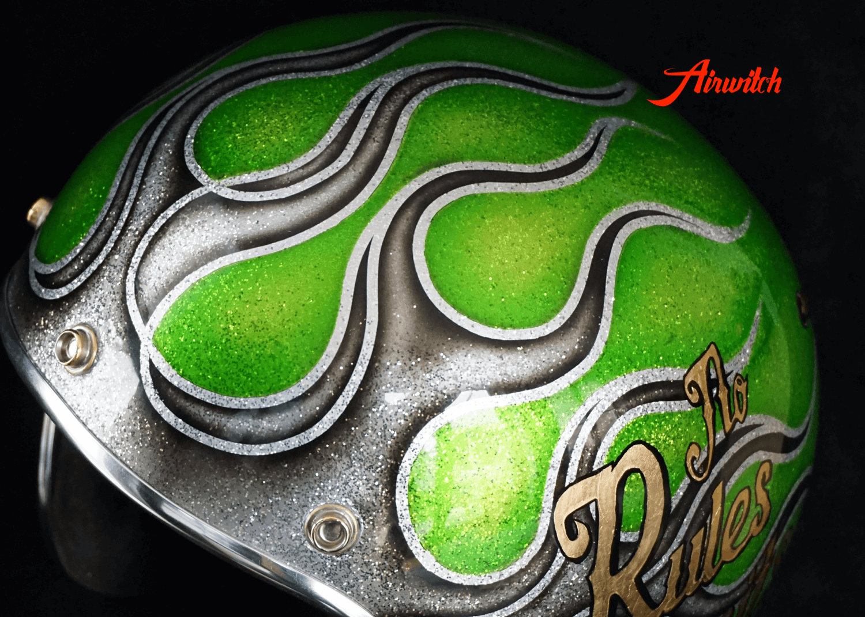 Custom Painting Helm mit Metalflakes, Gold und Flammen in candygrün