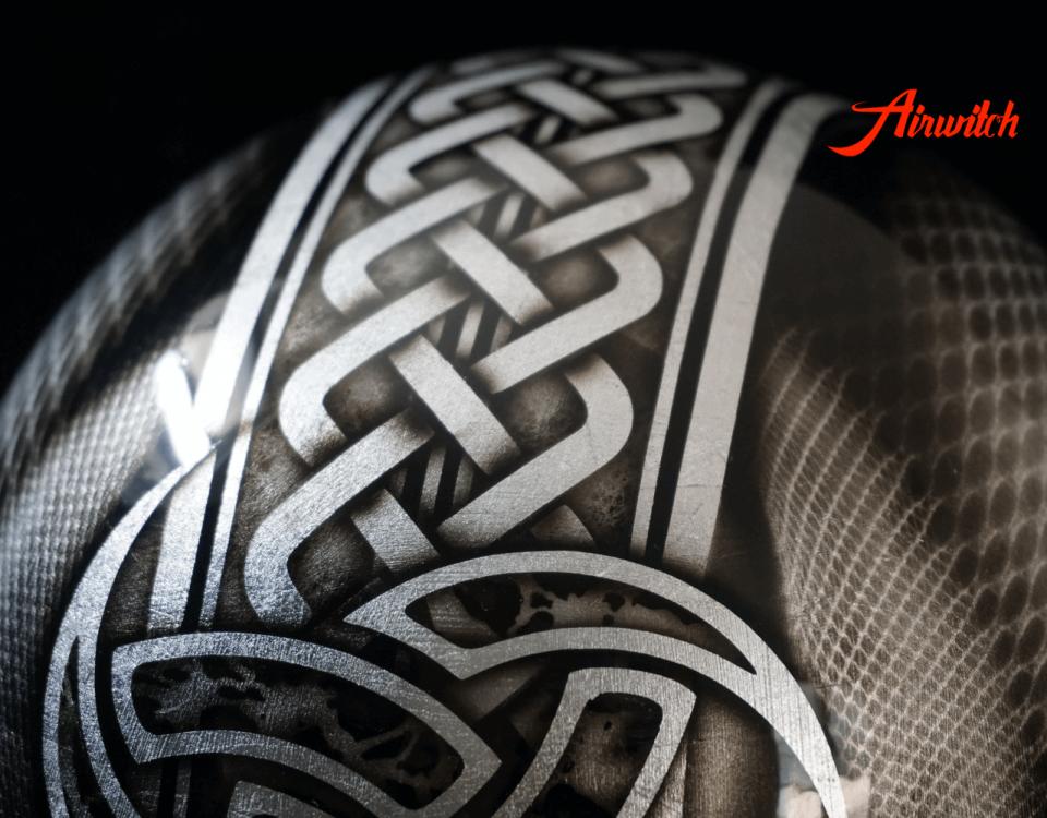 Custom Painting Helm mit keltischen Muster und Ornamenten auf Blattsilber