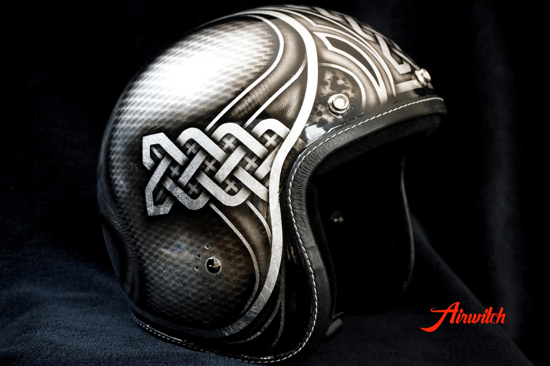 Custom Painting Helm mit keltischen Knotenmusters und Ornamenten auf Blattsilber