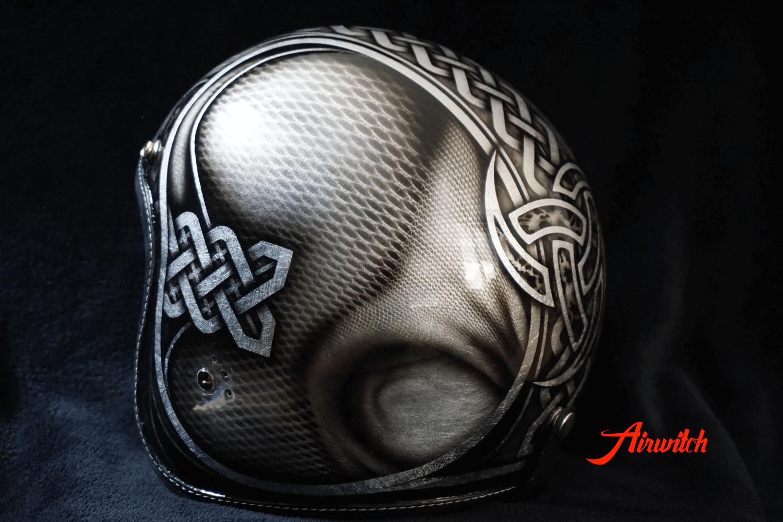 Custom Painting Helm mit keltischen Ornamenten und Verzierungen auf Blattsilber
