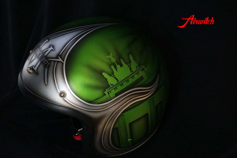 Custom Painting Helm in Candygrün mit Berliner Wahrzeichen