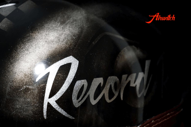 Helm Custom Painting Record Race in Blattsilber mit Airbrush