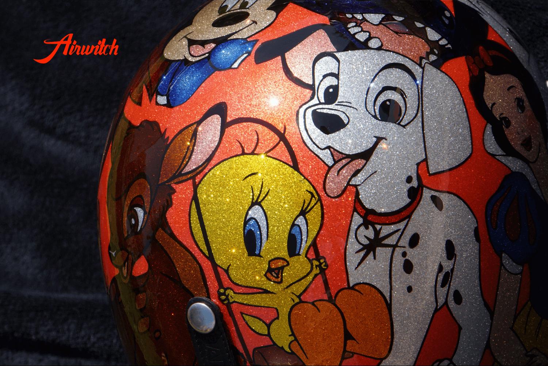 Helm mit Tweety auf feinen silbernen Metalflakes