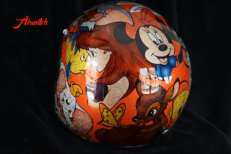 Helm mit feinen Metal Flakes und Disney Comic in Candyfarben