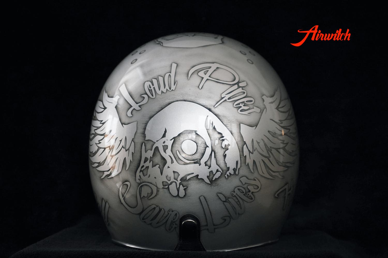 Custom Painting Helm mit Totenköpfen, Flügeln und Aufschrift