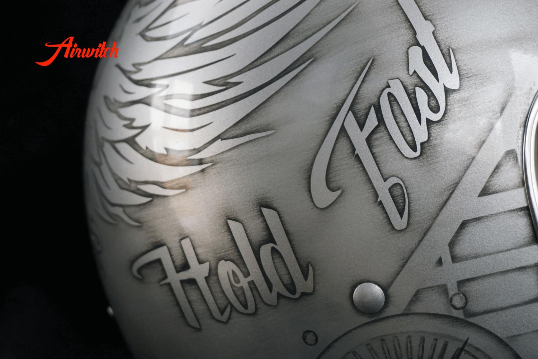 Airwitch Helmdesign mit Skulls & Wings in silber-anthrazit mit dezentem Used Look