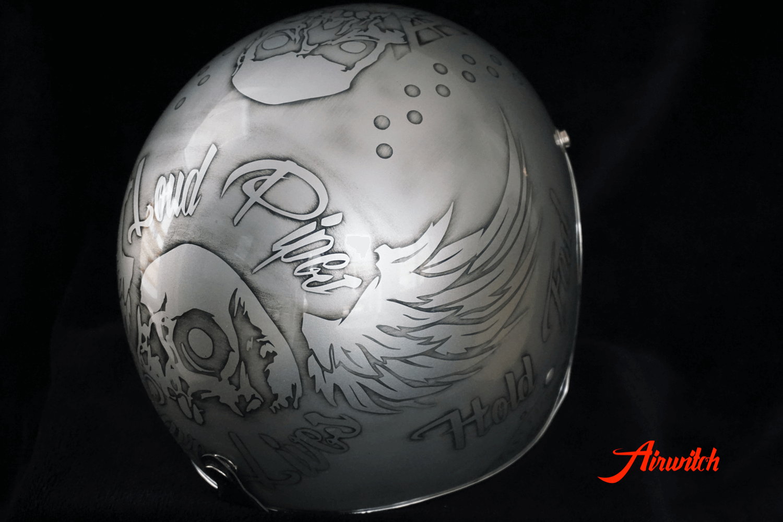 Custom Painting Helm mit Totenköpfen, Flügeln und Used Look silber-anthrazit