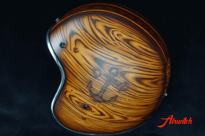 Helm mit Holz und Brandmal Airbrush
