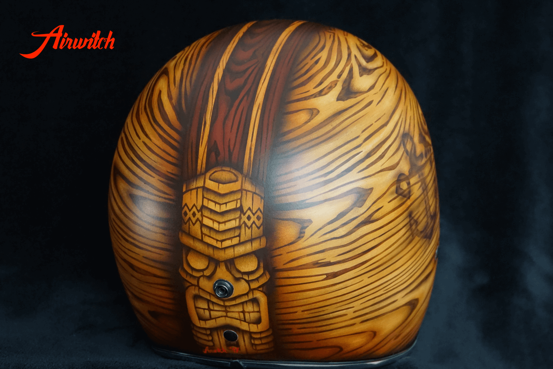 Custom Painting Helm mit Holz und Tiki Airbrush