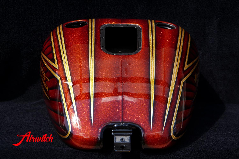 Luxuriöser Custom Painting Tank einer Harley Davidson Tank mit goldenen Metalflakes und Blattgold