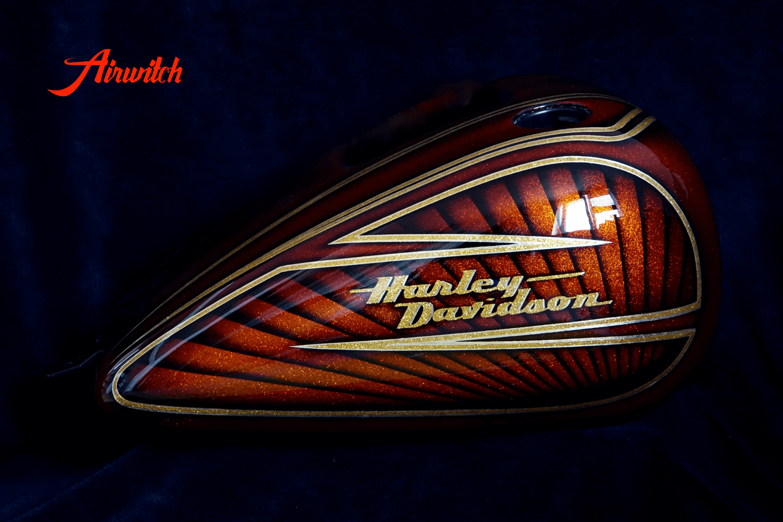 Metalflakes Tank Harley Davidson mit Blattgold und Candy