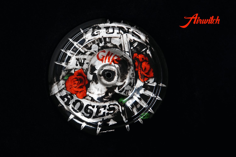 Luftfilterdeckel Harley Davidson mit Totenkopf und Guns´n´Roses auf Blattsilber