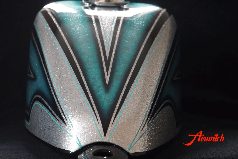 Harley Davidson Sportster 48 mit silbernen Metalflakes und Türkis