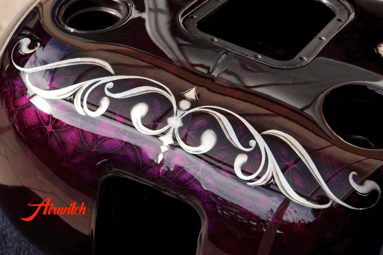 Harley Davidson softail Tank mit Custom Paint Airbrush von La Catrina und Sugar Skulls auf Bllattsilber von Airwitch