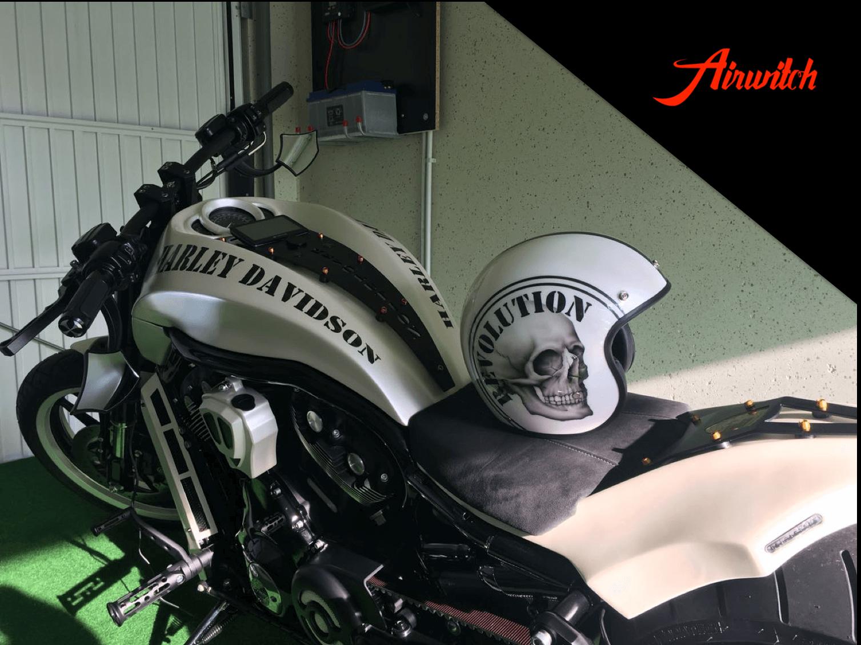 Custom Paint Helm mit Pearl und Totenkopf Airbrush von Airwitch