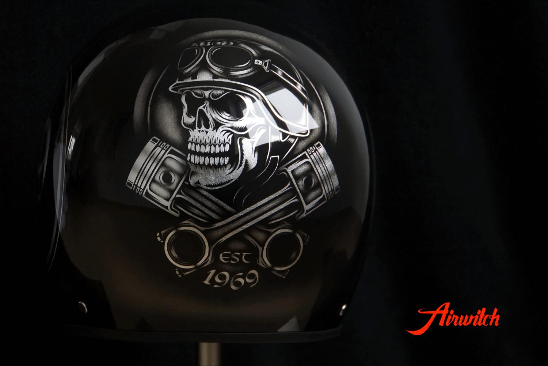 Harley Davidson Helm Custom Paint auf Blattsilber mit schwarz Schrift und Zahl