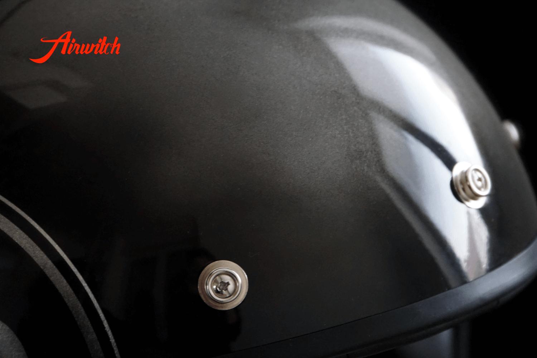 Custom Paint Helm Airbrush Totenkopf in schwarz mit Startnummer auf Blattsilber von Airwitch