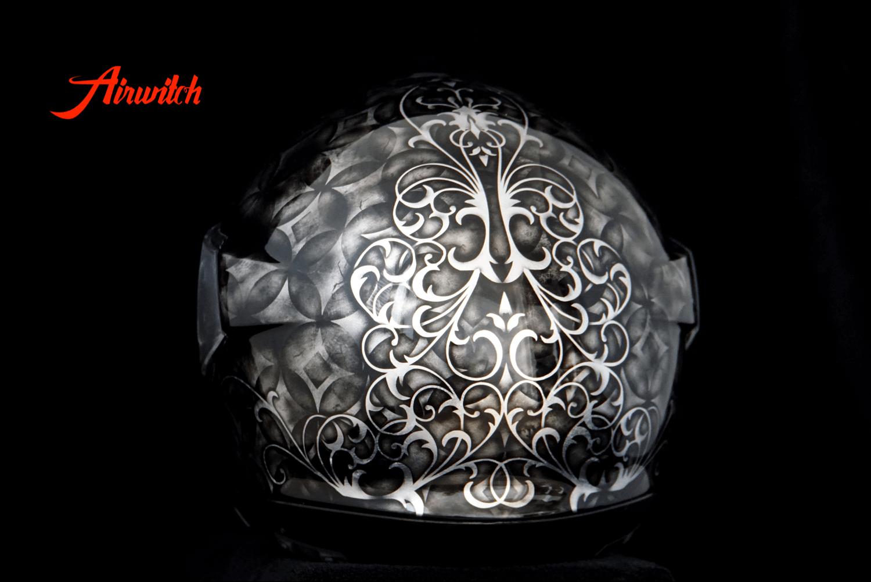 Helm Schuberth C4 Custom Paint silber schwarz mit Airbrush Ornmanten im Vintage Stil und Used Look
