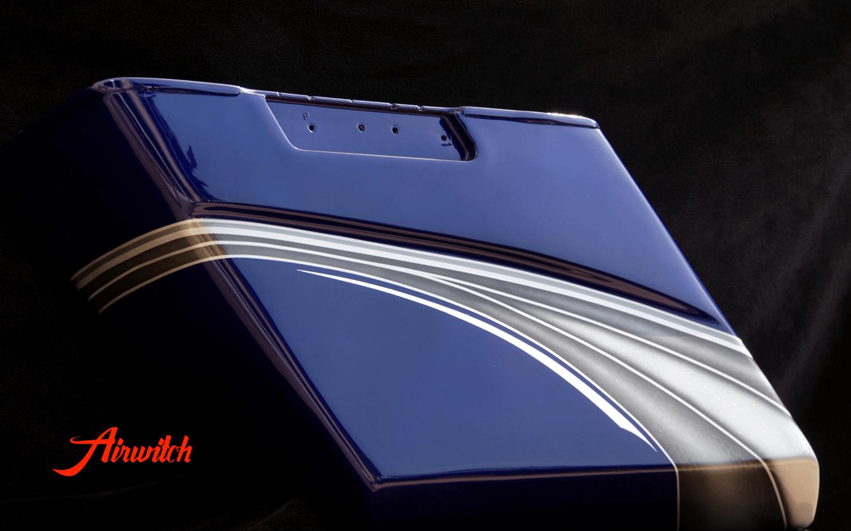 Harley Davidson Road Glide Koffer Custom Paint mit silber-blauer Custom Lackierung mit Silber, Metalflakes und Blattsilber