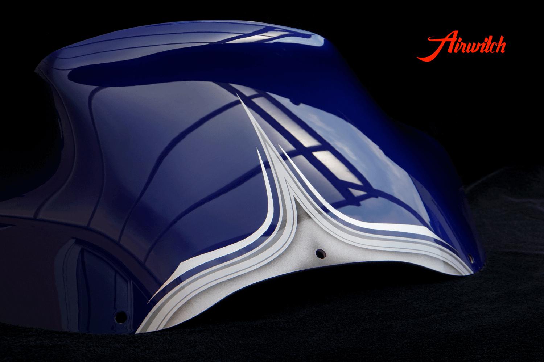 Harley Davidson Road Glide Windshield Custom Paint mit silber-blauer Custom Lackierung mit Silber, Metalflakes und Blattsilber