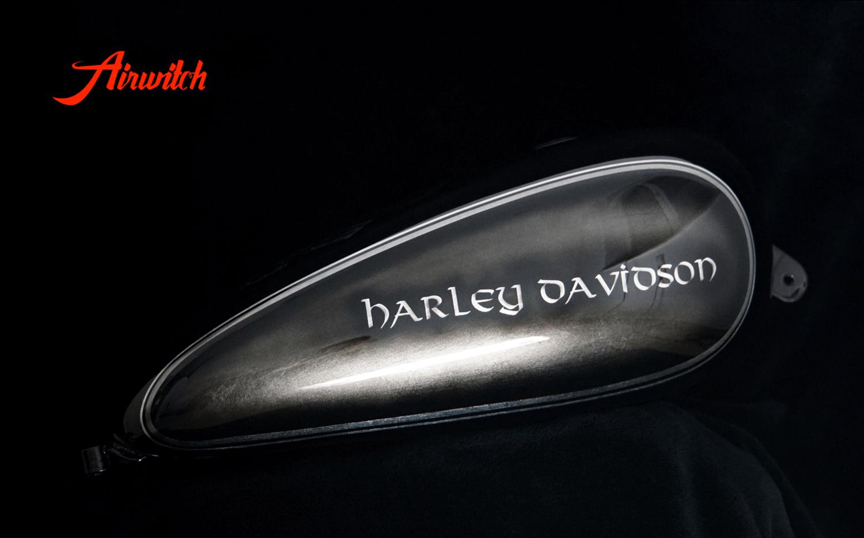 Harley Davidson Tank Custom Paint auf Blattsilber mit schwarz und Zahl