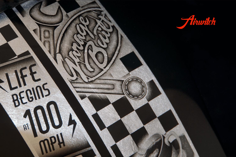 Custom Lackierung Cafe Racer Honda CX 500 mit Airbrush in schwarz auf Blattsilber von Airwitch