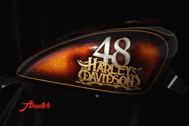 Custom Lackierung Harley Davidson Sportster 48 Tank mit Indianer Totenkopf als Airbrush mit Blattgold und Blattsilber von Airwitch