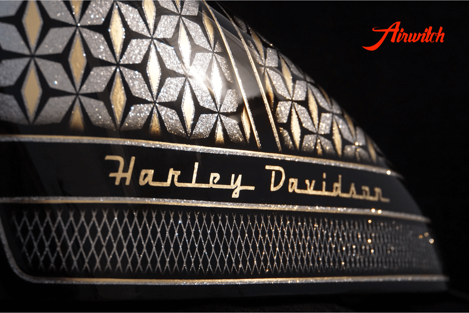 Custom Paint Harley Davidson Forty Eight 48 mit Metalflakes, Blattgold im Retro Design von Airwitch