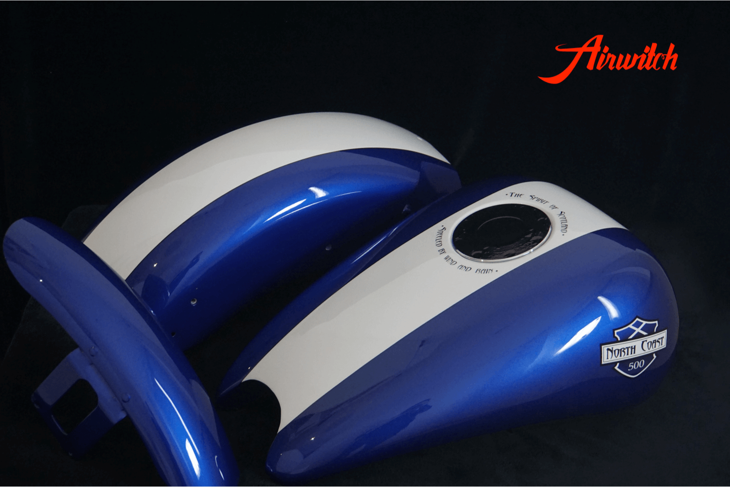 Custom Paint Harley Davidson Sportster Tank Metallic blau Scotland mit Airbrush Route North Coast 500
