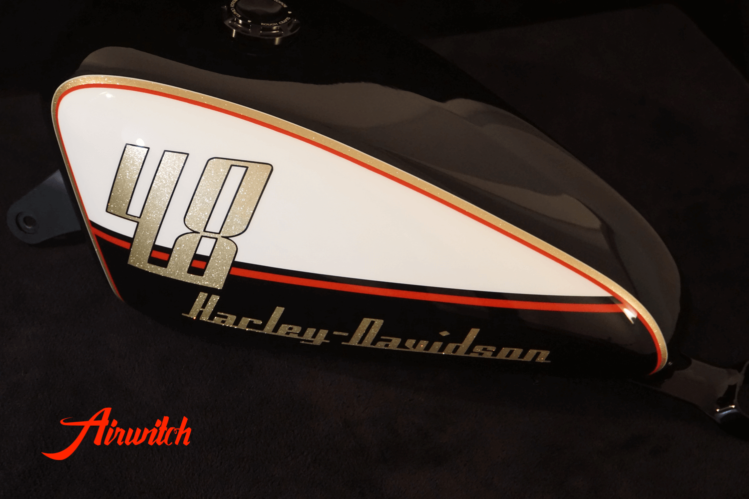 Custom Paint Harley Davidson Forty Eight Retro 60th Lackierung mit Metalflakes, Gold, Rot und Schwarz
