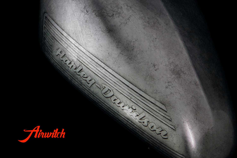 Custom Paint Harley Davidson Sportster Forty Eight Lackierung mit altem Blattsilber mit Rissen und Used Look