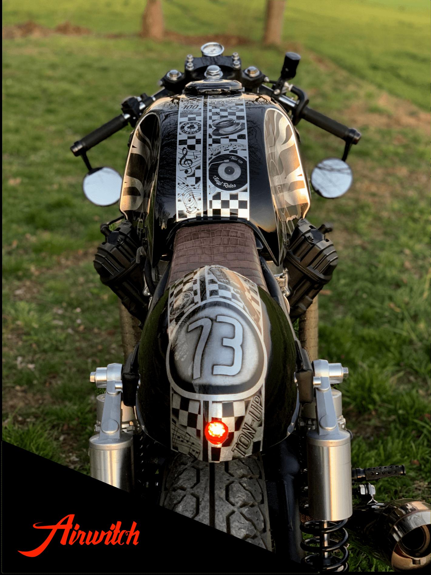 Cafe Racer Honda CX 500 mit Custom Lackierung & Airbrush in schwarz auf Blattsilber von Airwitch