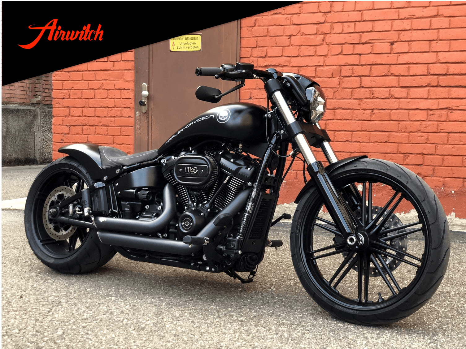Custom Paint Harley Davidson Breakout Black matt Logo Airbrush