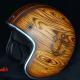 Helm mit Holz und Tiki Airbrush