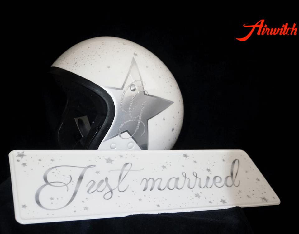 Custom Paint Helm mit Sternen Airbrush und Metalflakes in weiß-silber zur Heirat & Verlobung