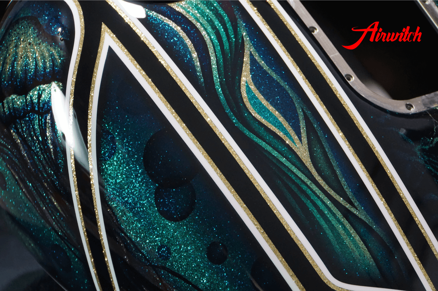 Custom Paint Harley Davidson Softail Metalflake Lackierung with bubbles jellyfish blue turquoise gold black