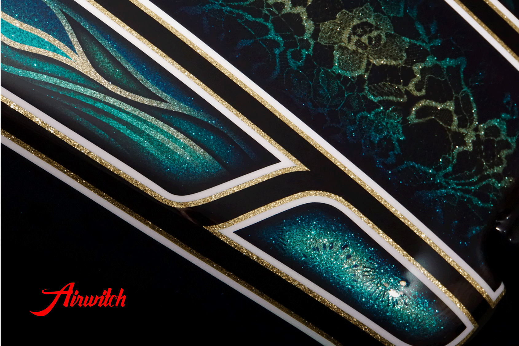 Custom Paint Harley Davidson Softail Metalflake Lackierung with oldschool frisco pattern blue turquoise gold black