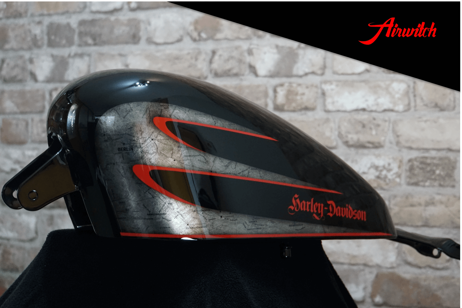 Custom Paint Black Red Berlin Harley-Davidson Sportster 48 Scallops Lackierung Hardcore