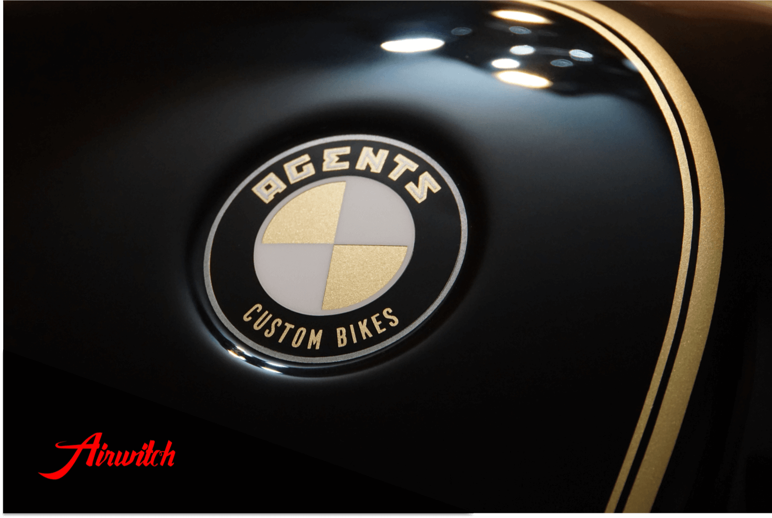 Custom Paint BMW R80 Cafe Racer Lackierung Linierung Agents Custom Bikes Berlin Gold Black