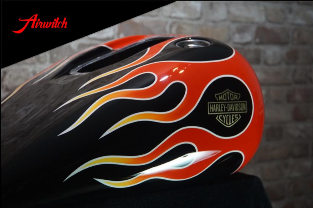 Custom Paint Harley-Davidson Dyna Flammen Lackierung Fireball Flames red on black